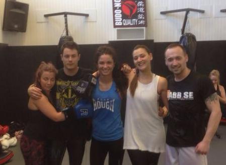Seila går thaiboxningsmatch!